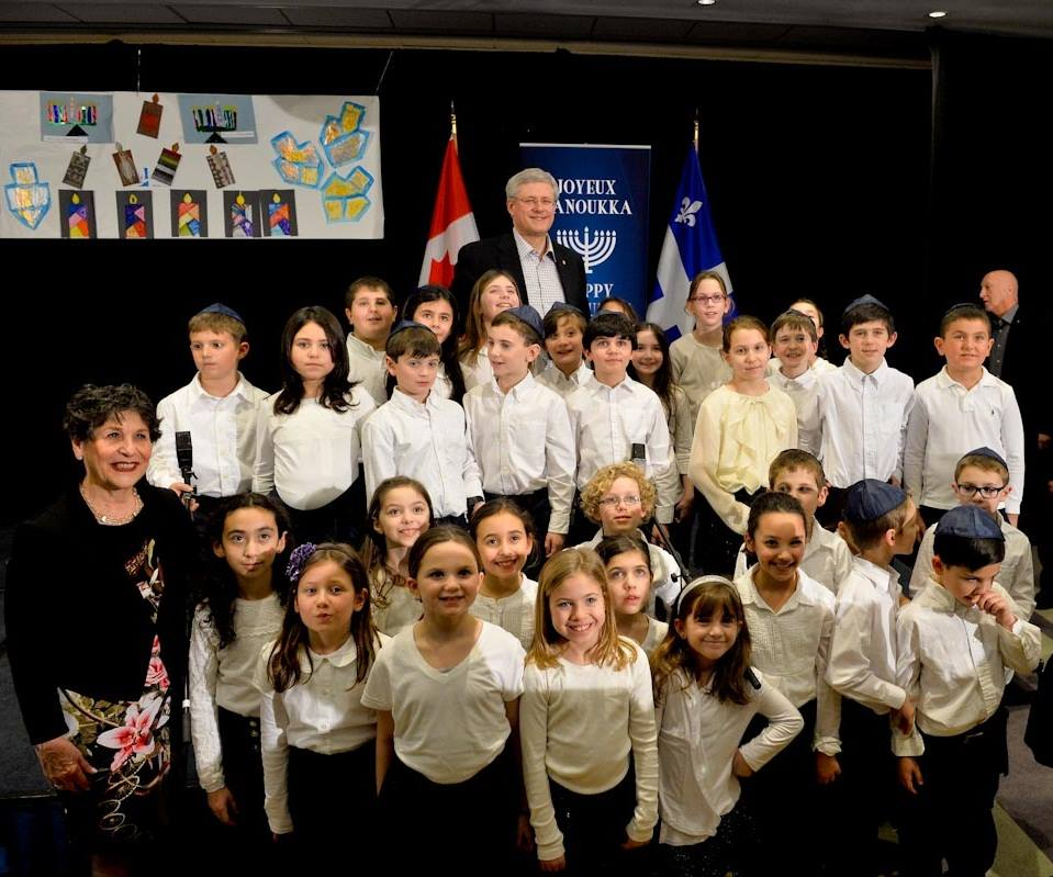 Akiva-Students-Sing-for-PM-Harper